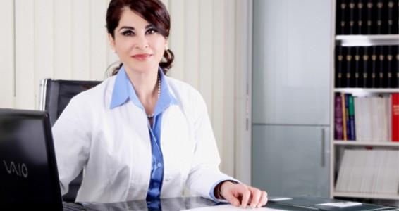Frau Dr. Amini erhält von der Landesärztekammer Hessen die Berechtigung Fachärze für